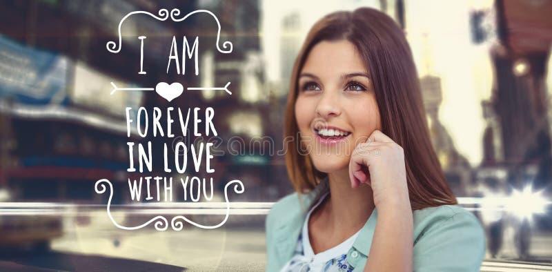 Zusammengesetztes Bild der lächelnden Frau aufwerfend auf weißem Hintergrund stockfotografie