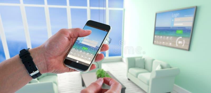 Zusammengesetztes Bild der Nahaufnahme des Mannes Handy halten stockfoto