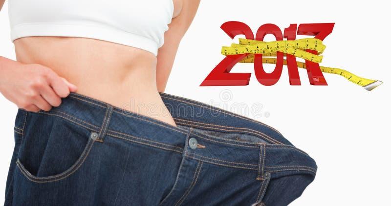 Zusammengesetztes Bild des Abschlusses oben einer Frauentaille, die viel Gewicht verlor lizenzfreies stockbild