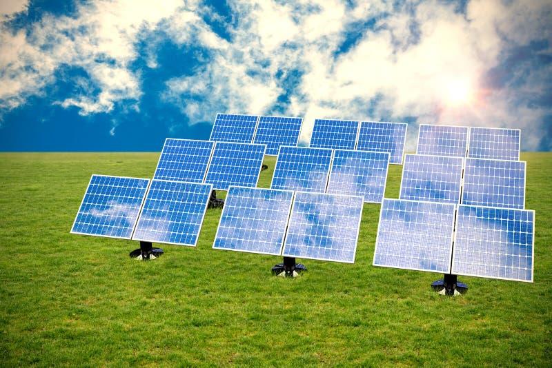 Zusammengesetztes Bild des blauen Sonnenkollektors 3d vereinbarte in den Reihen lizenzfreie abbildung