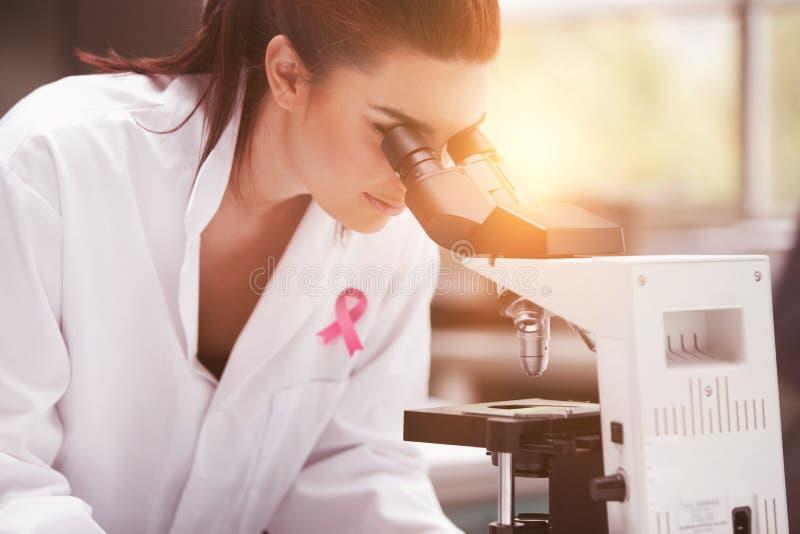 Zusammengesetztes Bild des Brustkrebs-Bewusstseinsbandes stockfotos