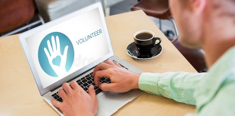 Zusammengesetztes Bild des freiwilligen Textes mit Ikonen auf Schirm lizenzfreie stockfotos