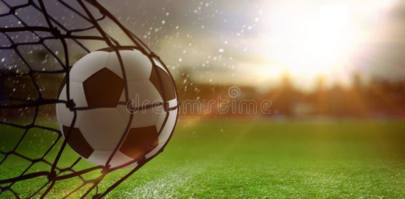 Zusammengesetztes Bild des Fußballs die Rückseite des Netzes schlagend stock abbildung