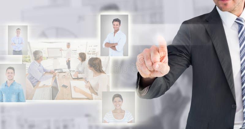 Zusammengesetztes Bild des Geschäftsmannes zeigend mit seinem Finger stockbild