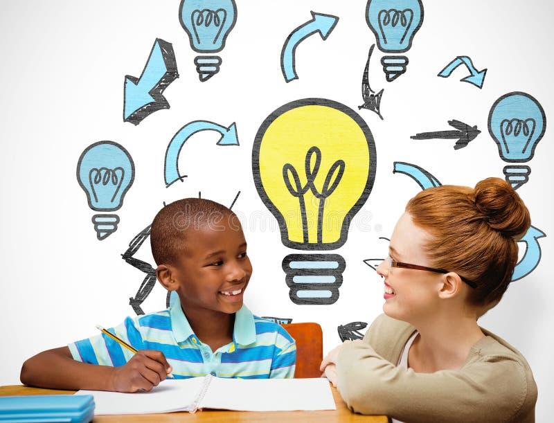 Zusammengesetztes Bild des glücklichen Schülers und des Lehrers stockfotografie