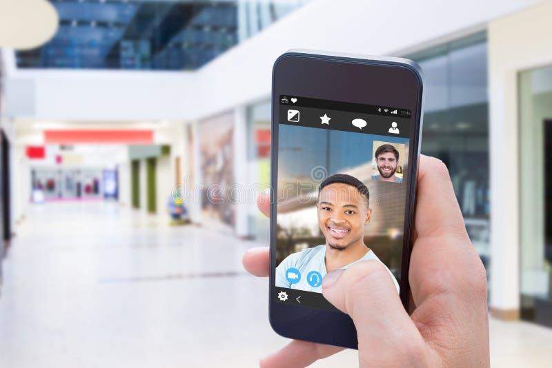 Zusammengesetztes Bild des Innenraums des modernen Einkaufszentrums stockfotos