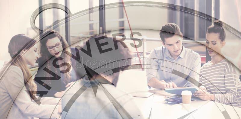 Zusammengesetztes Bild des Kompassses zeigend auf Antworten stock abbildung