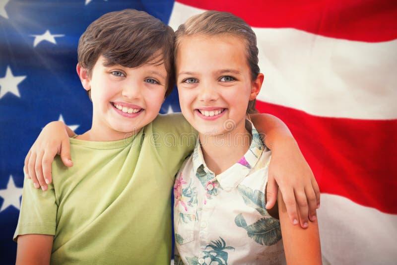 Zusammengesetztes Bild des Porträts der glücklichen Geschwister stockfotografie