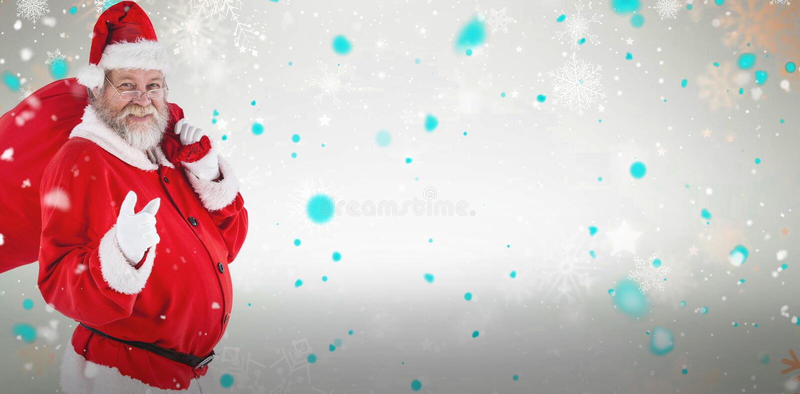 Zusammengesetztes Bild des Porträts von Weihnachtsmann zeigend beim Tragen der Weihnachtstasche stockfotografie