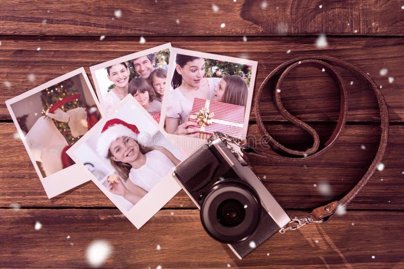 Zusammengesetztes Bild des Vaterweihnachtsschreibens mit einer Spule stockfoto