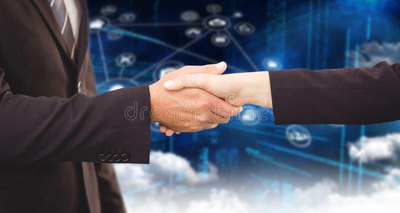 Zusammengesetztes Bild von den Führungskräften, die Hände rütteln stockfotos