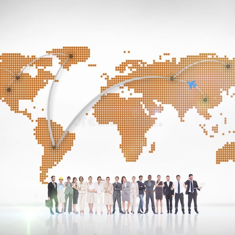 Zusammengesetztes Bild von den multiethnischen Geschäftsleuten, die nebeneinander stehen lizenzfreie stockbilder