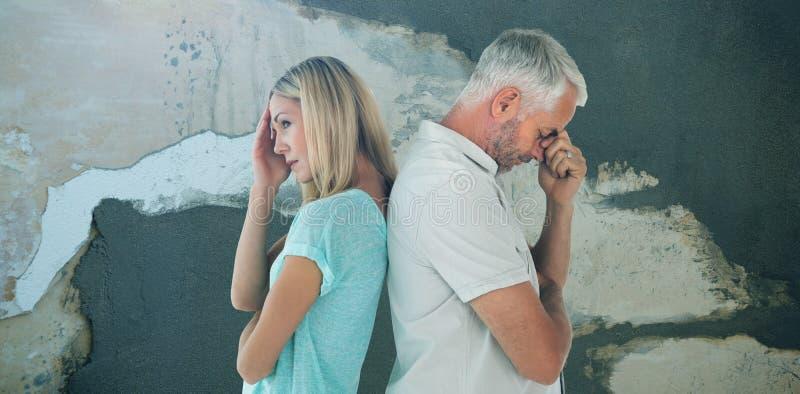 Zusammengesetztes Bild von den unglücklichen Paaren, die nicht miteinander sprechen stockfoto