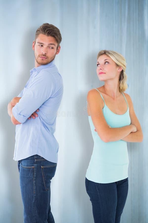 Zusammengesetztes Bild von den unglücklichen Paaren, die nicht miteinander sprechen lizenzfreies stockfoto