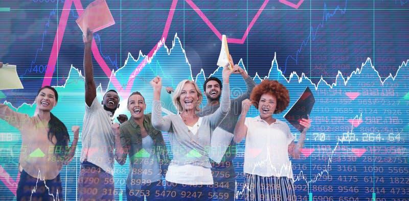 Zusammengesetztes Bild von netten Geschäftsleuten Holdingdateien stockfotografie