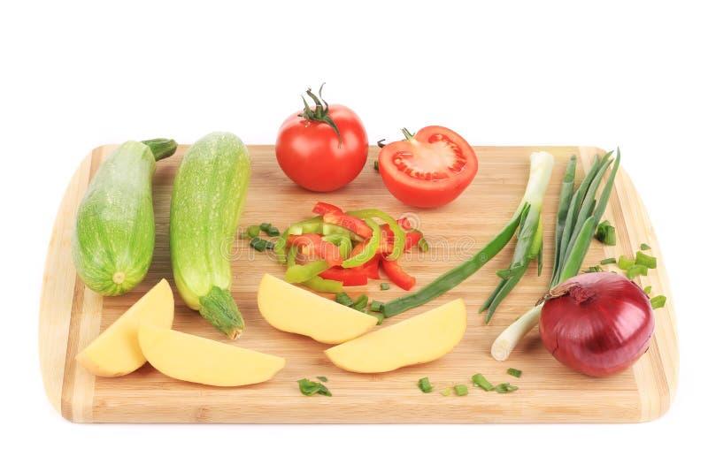 Zusammensetzung des frischen geschnittenen Gemüses lizenzfreie stockfotografie
