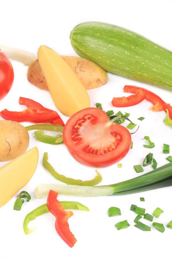 Zusammensetzung des frischen geschnittenen Gemüses lizenzfreie stockfotos