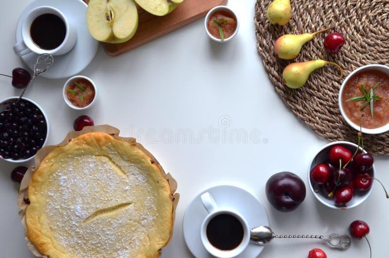 Zusammensetzung des selbst gemachten Frühstücks stockfotos