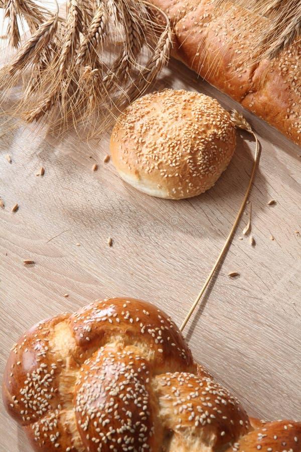 Zusammensetzung mit Brotlaiben und Rollen stockbild