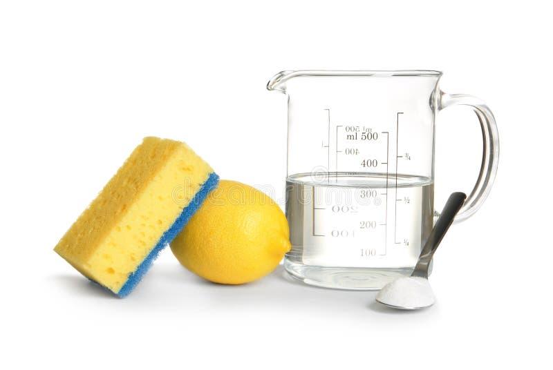Zusammensetzung mit Essig, Zitrone und Backnatron stockfotografie