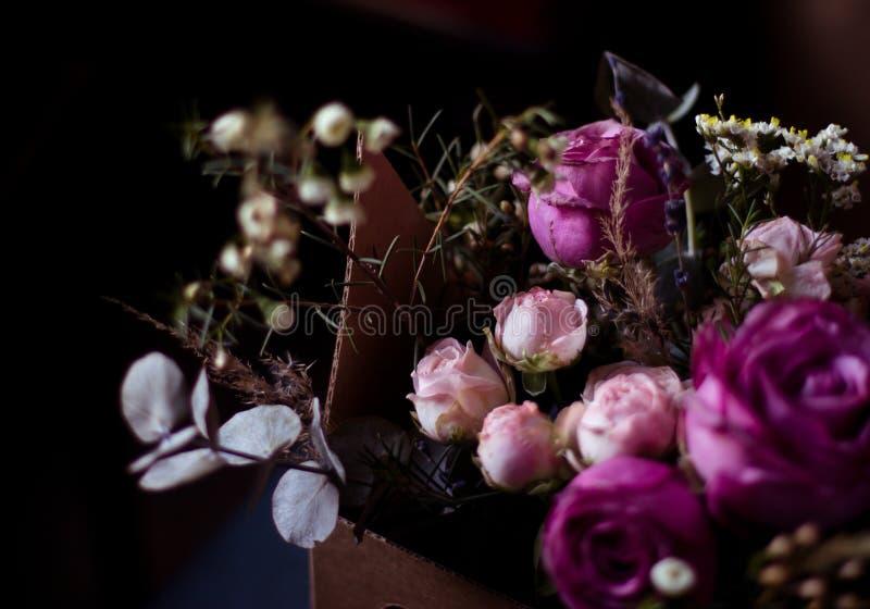 Zusammensetzung von Blumen, Blumenanordnung stockbild