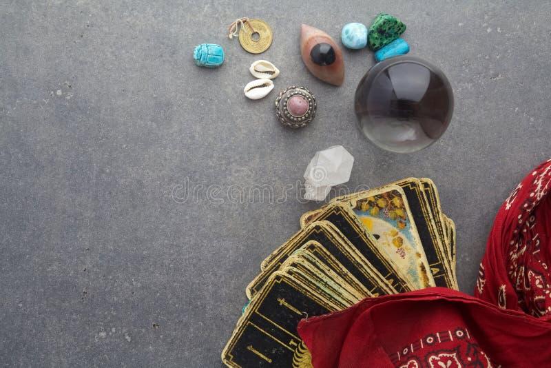 Zusammensetzung von geheimen Gegenständen, benutzt für das Heilen und die Wahrsagen lizenzfreie stockfotos