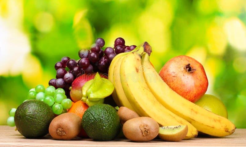 Zusammenstellung der exotischen Früchte stockfotografie
