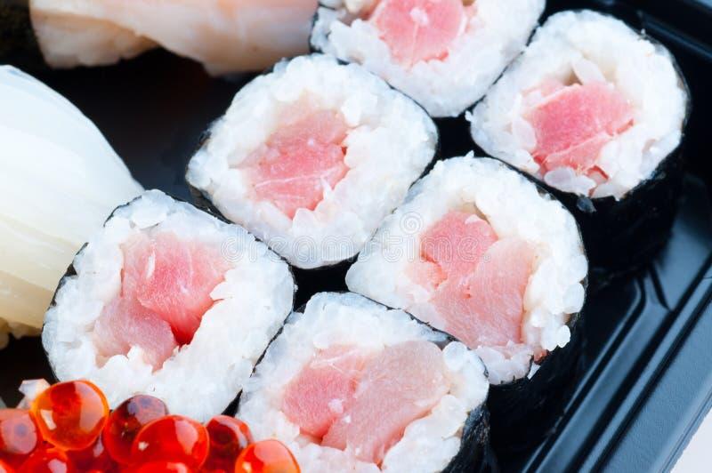 Zusammenstellung der japanischen Sushi stockfotos