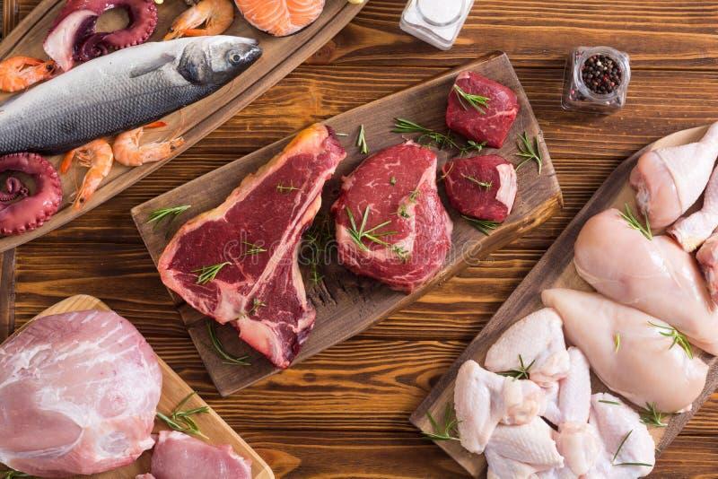 Zusammenstellung des Fleisches und der Meeresfr?chte lizenzfreies stockbild