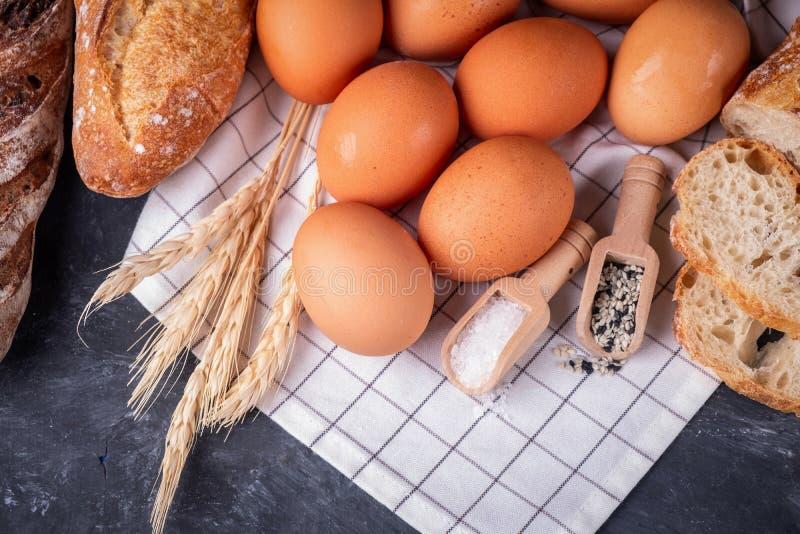 Zusammenstellung des frischen Brotes Gesundes selbst gemachtes Brot stockbilder