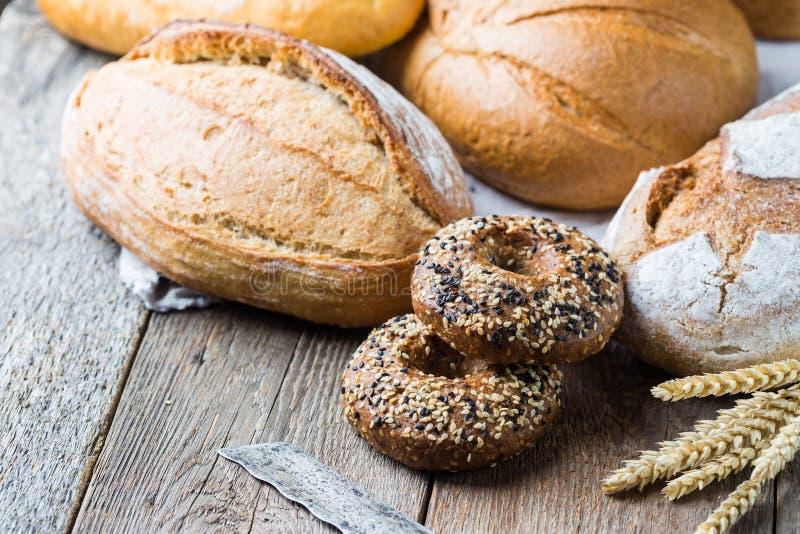 Zusammenstellung des gebackenen Brotes stockbilder