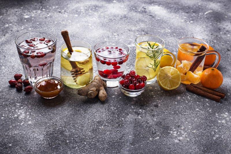 Zusammenstellung des gesunden Tees des Winters für die Immunitätsförderung lizenzfreies stockbild