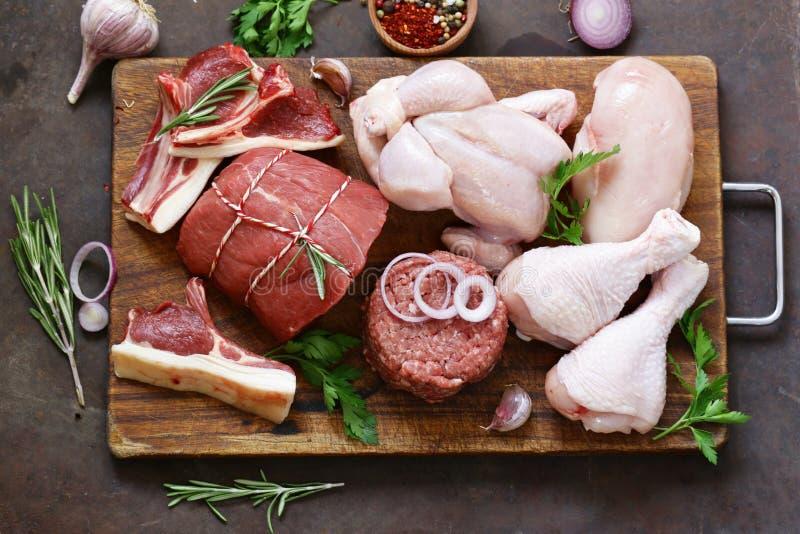 Zusammenstellung des rohen Fleisches - Rindfleisch, Lamm, Huhn lizenzfreie stockfotos