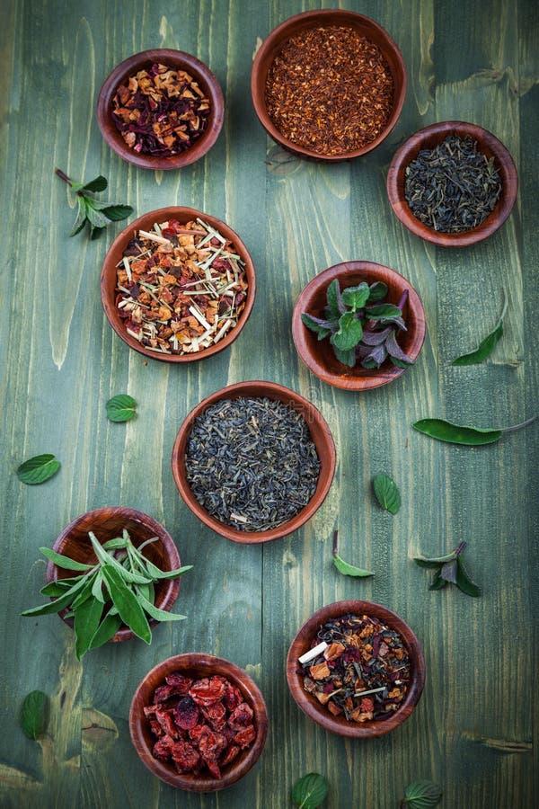 Zusammenstellung des trockenen Tees stockfotos