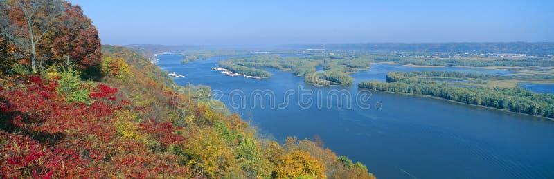 Zusammenströmen von Mississippi-und Wisconsin-Flüssen lizenzfreie stockfotografie