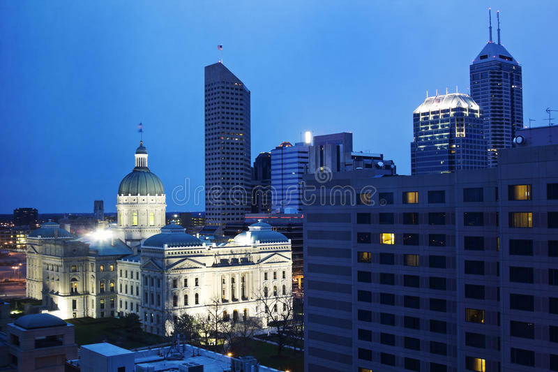 Zustand Capitiol Gebäude in im Stadtzentrum gelegenem Indianapolis stockbild