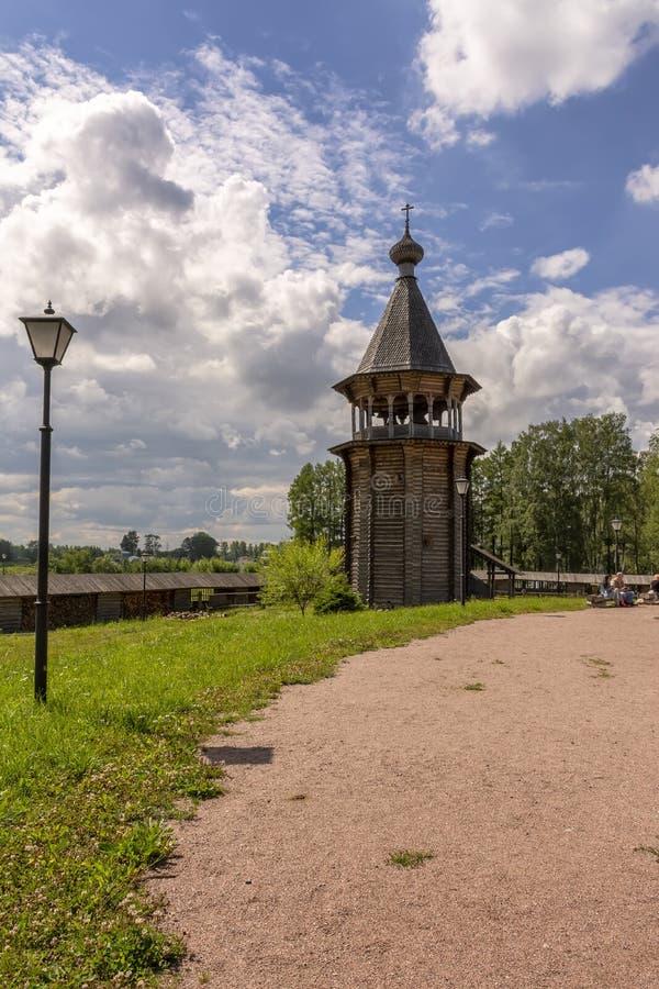 Zustand des Theologe ?- ethnopark in Vsevolozhsk-Bezirk von Leningrad-Region, stockbild