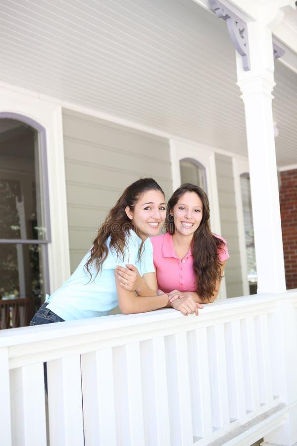 Zusters die Pret hebben thuis royalty-vrije stock afbeeldingen