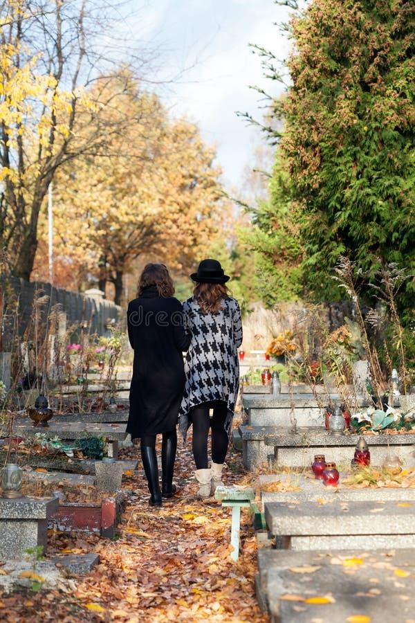 Zusters in het rouwen royalty-vrije stock fotografie