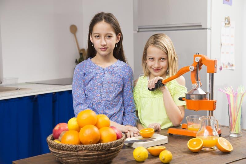 Zusters in keuken stock afbeeldingen
