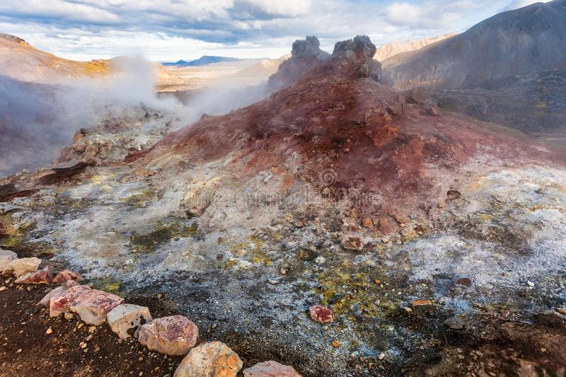 zuurrijke geiser in Landmannalaugar in IJsland royalty-vrije stock fotografie