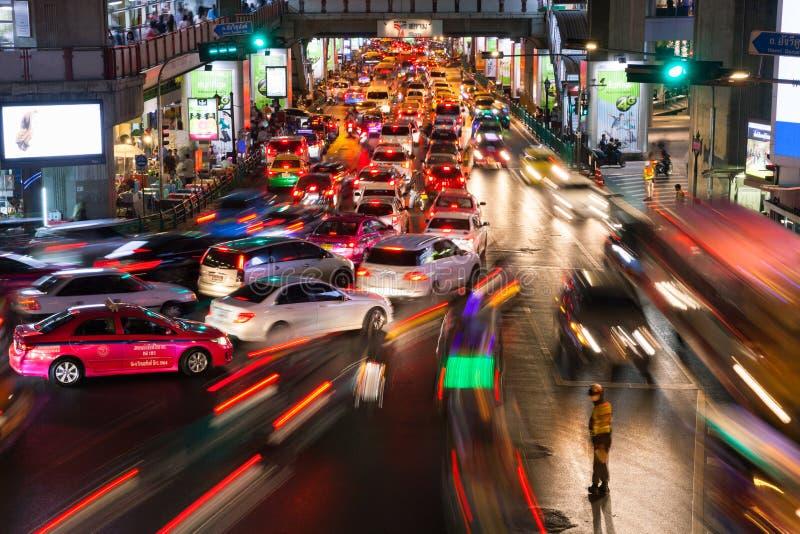 Zwaar verkeer in Siam Square, Bangkok, Thailand stock foto's