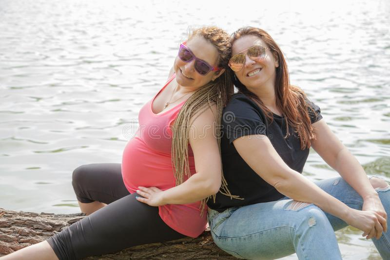 Zwanger Vrouwenmeisje stock afbeelding