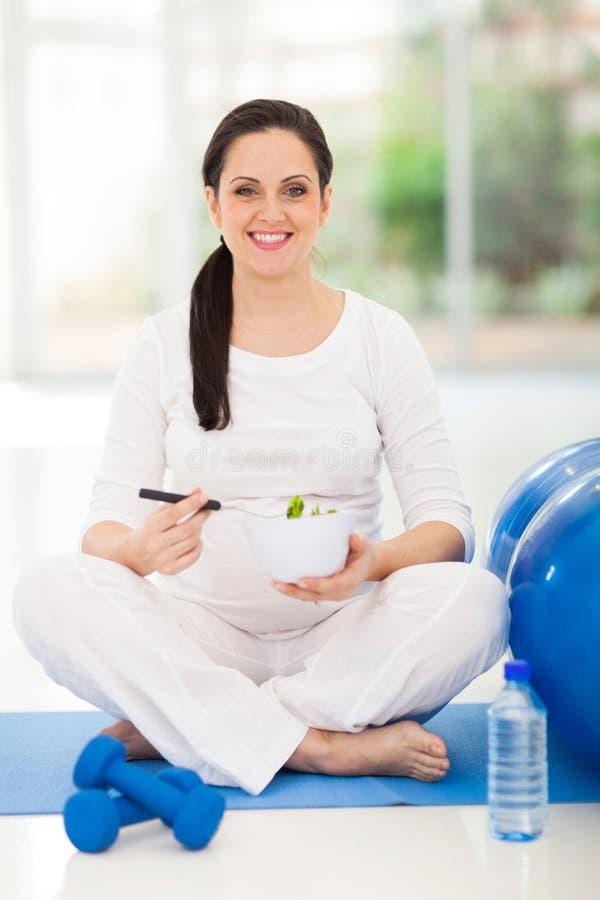 Zwangere gezonde vrouw stock afbeelding