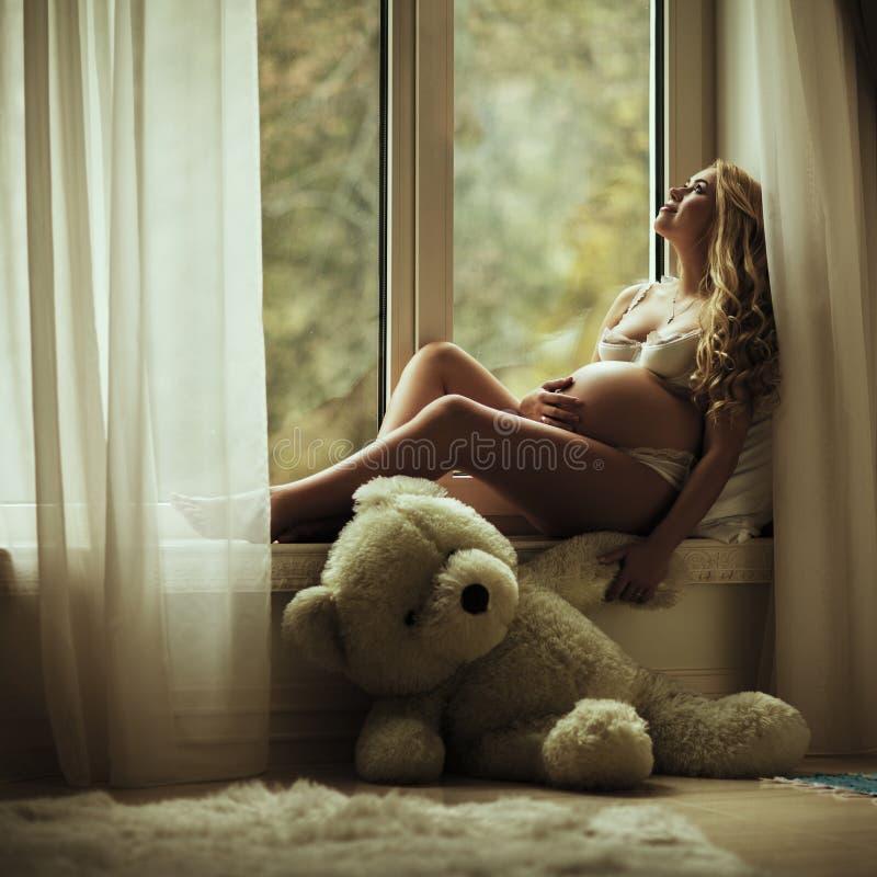 Download Zwangere Vrouw stock afbeelding. Afbeelding bestaande uit gelukkig - 39109153