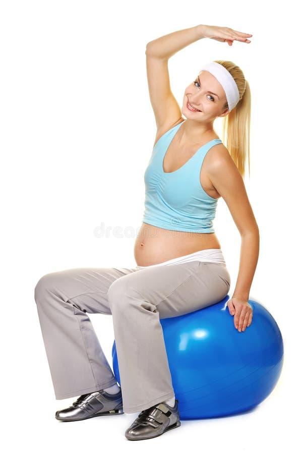 Zwangere vrouw die oefening maakt stock fotografie