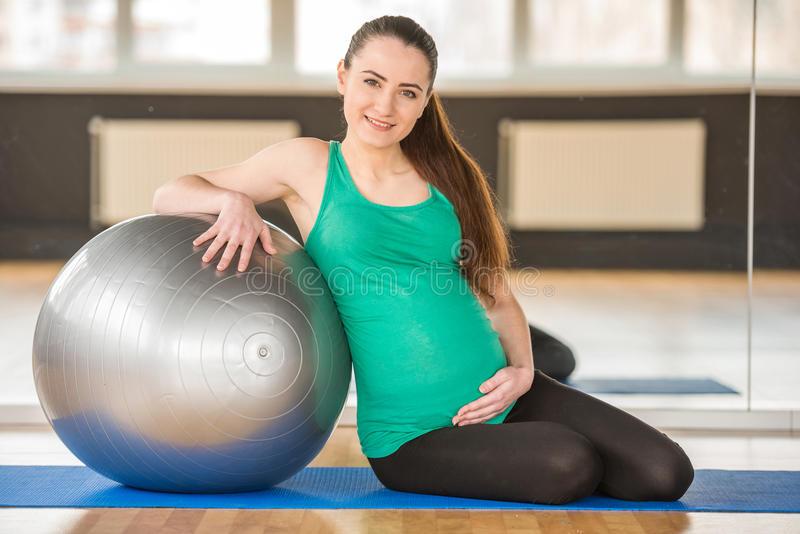 Zwangere vrouw Geschiktheid stock afbeeldingen