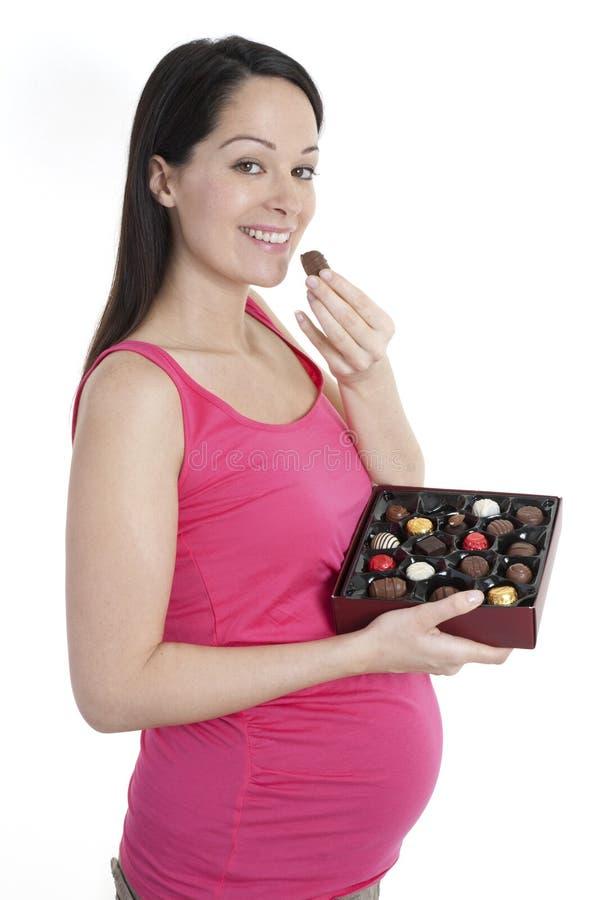 Zwangere vrouw met chocolade royalty-vrije stock foto's