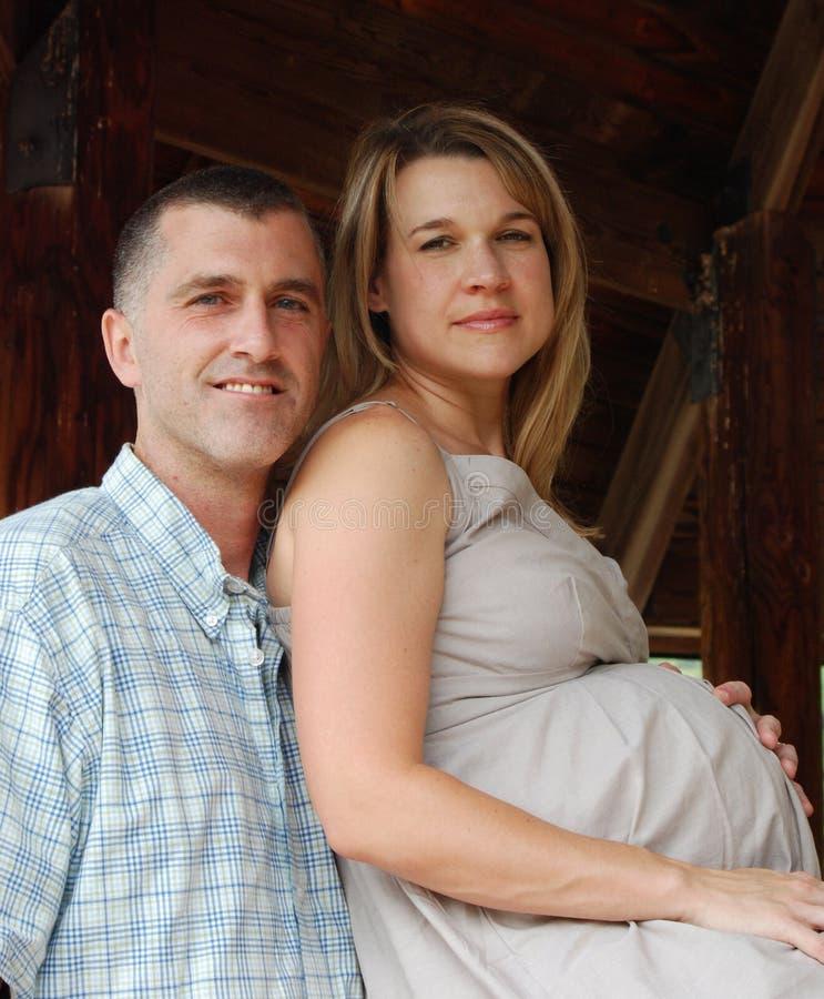Zwangere Vrouw met Echtgenoot royalty-vrije stock afbeeldingen