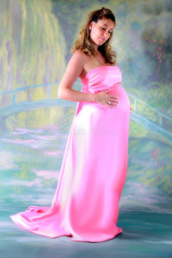 Zwangere vrouw in toga royalty-vrije stock afbeelding